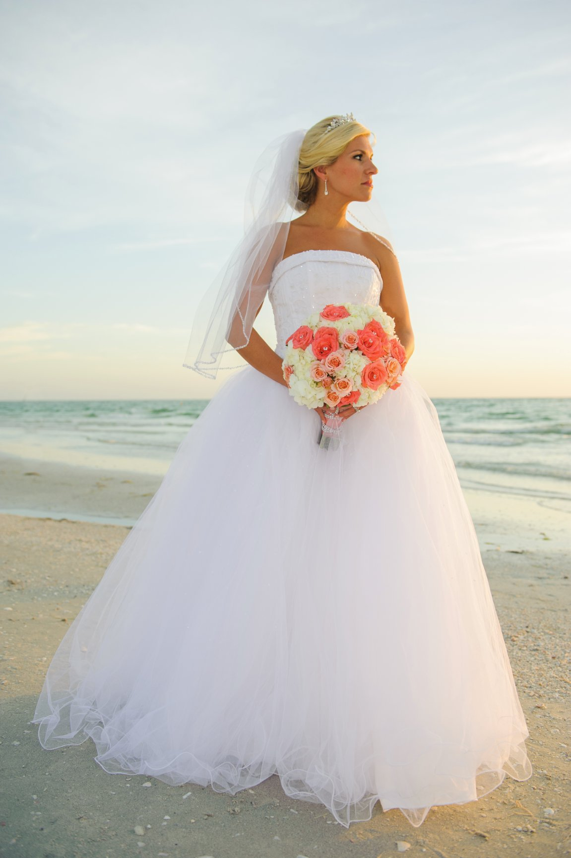 Simple Weddings 187 What To Wear For Your Beach Wedding